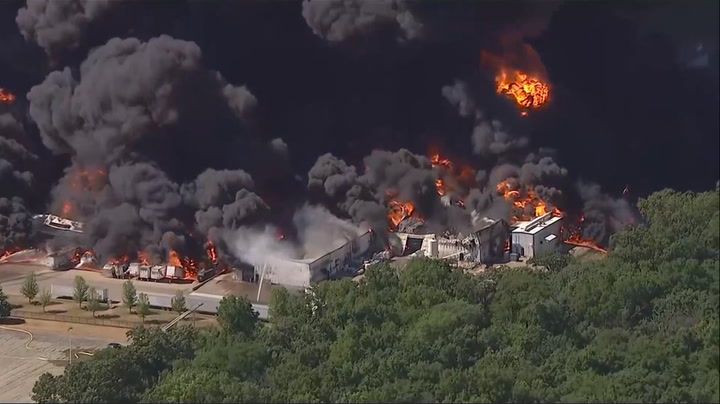 Live footage of Illinois chemical plant fire