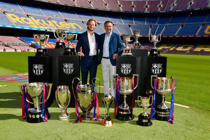 """Bartomeu, a Rakitic """"Has hecho historia en el Barça"""""""