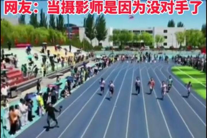 Un cámara chino graba una carrera de atletismo y supera a los competidores