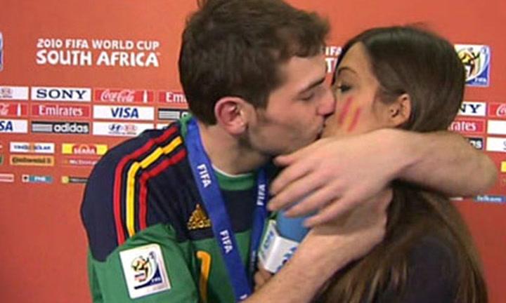 Siete años después del Mundial de Sudáfrica, recopilamos los mejores besos de Iker y Sara