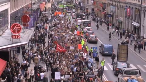 Jóvenes salen de nuevo a las calles en protesta mundial por el clima