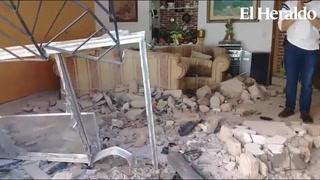 Vehículo se introduce a casa en el barrio El Manchén