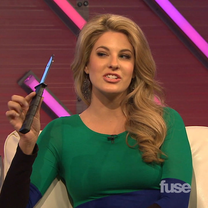 'Hunger Games' Actress Stephanie Leigh Schlund Shows Off Her Knife Skills