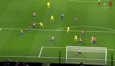 Salah rescata al Liverpool ante un Atlético con diez