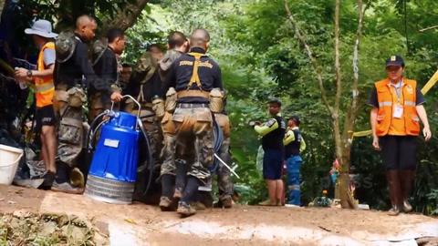 Murió un buzo que trabajaba en el rescate de los chicos en cueva de Tailandia