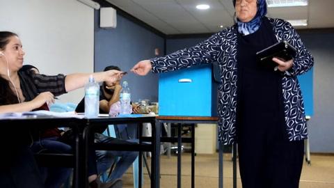 Israel vive una ajustada elección legislativa