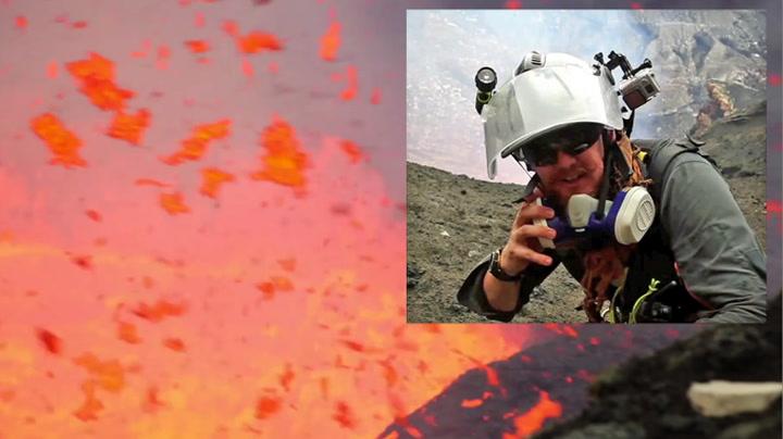 Fotograf nesten truffet av flyvende lava