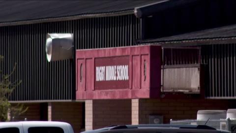 Alumna de sexto grado dispara en una escuela y hiere a tres personas en EEUU