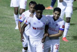 ¡Maylor Núñez madruga a la defensa de Motagua y Olimpia está ganando el Clásico!