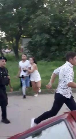 Dos adolescentes se agarraron a golpes a la salida de una fiesta