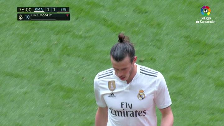 LaLiga: Real Madrid - Eibar. El público del Bernabéu dedica una pitada a Gareth Bale al ser sustituido