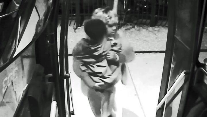 Barmhjertig bussjåfør reddet forfrossen gutt fra gata