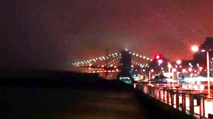 Plutselig «forsvinner» broen