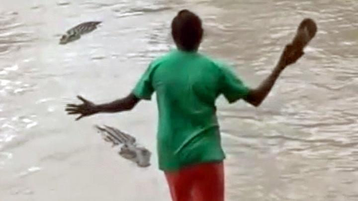 Kvinne jagde vekk krokodille med flip-flops