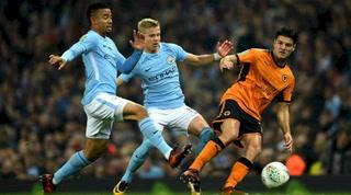 Manchester City gana al Wolverhampton y mantiene el pulso al Liverpool