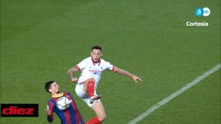 Mano clara de Lenglet y el VAR dice que no es penal a favor del Sevilla