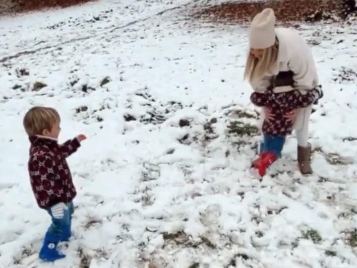 Alice Campello disfruta en la nieve con sus hijos