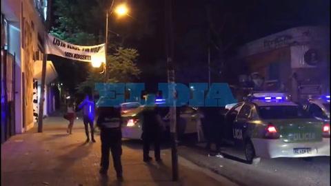Un funcionario municipal fue apuñalado tras una batalla campal en una fiesta clandestina