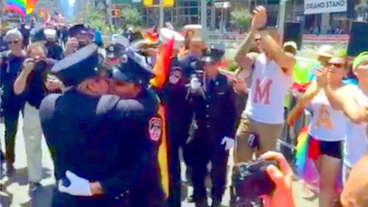 Brannkonstabler «satte fyr» på homoparaden