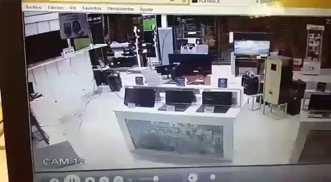 Hackearon un TV en un local de electrodomésticos y reprodujeron una película porno durante dos horas