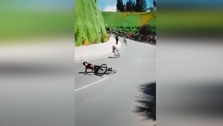 Escalofriante caída de Egan Bernal en el Campeonato Nacional Colombiano