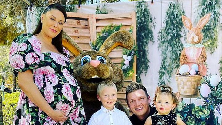 Nick Carter deja preocupados a sus fans con esta imagen rezando por su mujer y su bebé