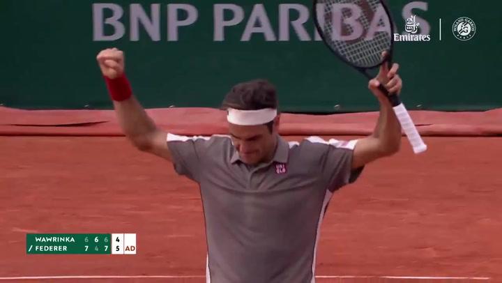 Federer derrota a Wawrinka en cuartos de Roland Garrós y se cita con Nadal