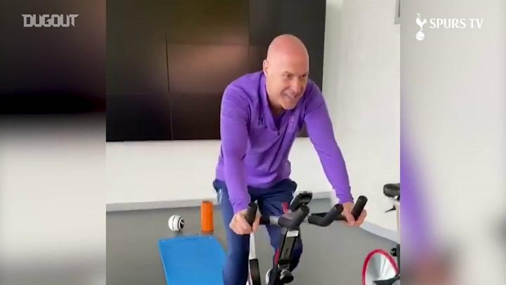 Tottenham dá treino por chamada de vídeo com jogadores