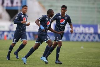 ¡Motagua está derrotando a Real Sociedad con gol de 'Muma' Fernández en horror del portero!