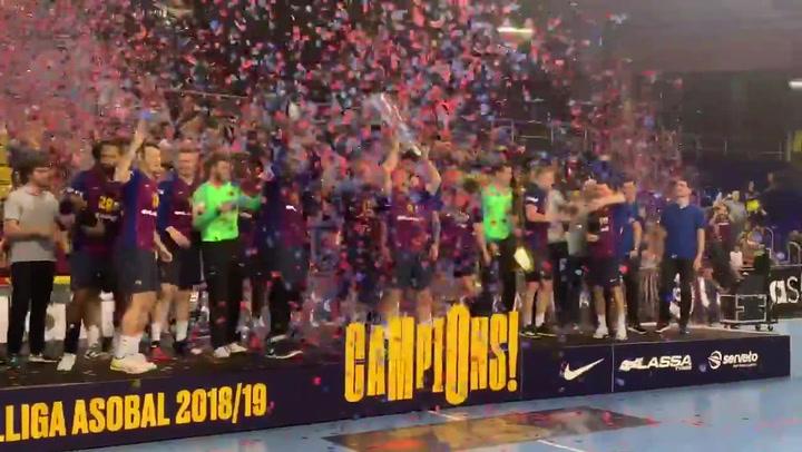 El Barça de balonmano levanta el trofeo de la Liga ASOBAL