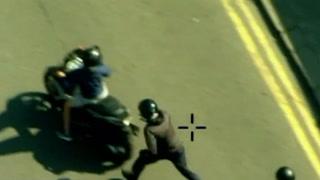 Dramatisk video viser pågripelse av mopedgjeng