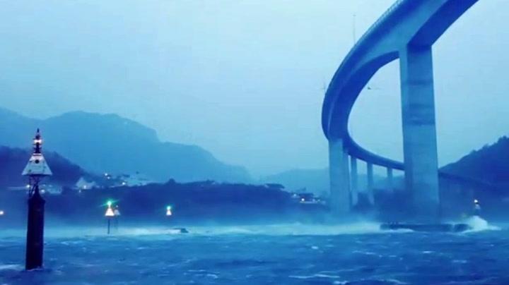 Ekstremværet Tor fikk broa til å «synge»