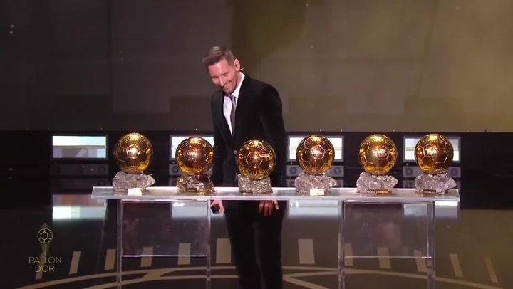 Messi posa con sus seis Balón de Oro