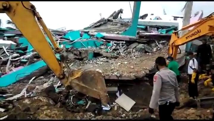 Fuerte terremoto de 6,2 grados de intensidad en Indonesia