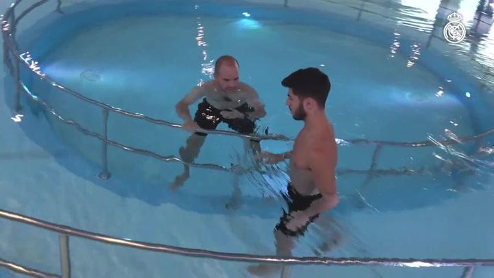 Asensio ya trabaja en la piscina para recuperarse de su lesión