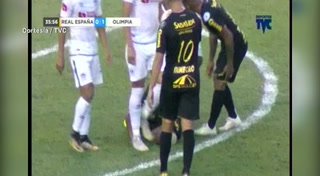 Harold Fonseca se agranda y le ataja penal a Jhow Benavidez del Real España