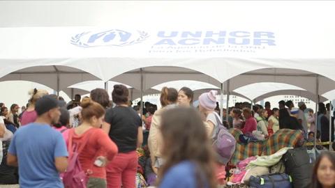 Miles de venezolanos entran a Perú en último día sin exigencia de visa