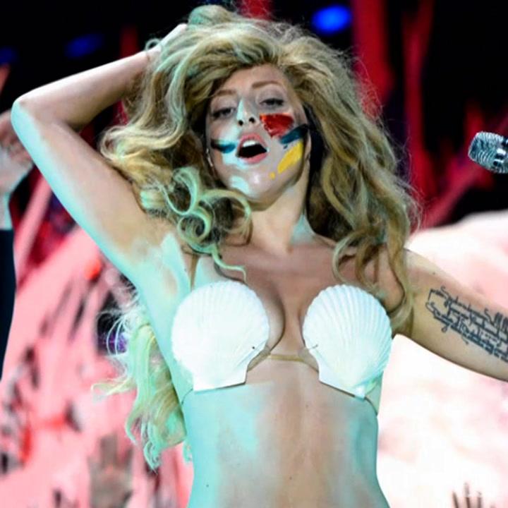 """Lady Gaga """"Applause"""" Performance at 2013 VMAs"""