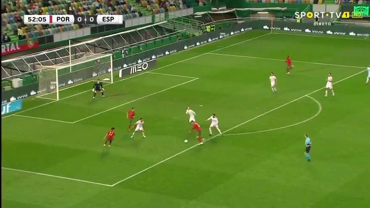 Cristiano pudo adelantar a Portugal contra España con un impresionante trallazo en el minuto 53