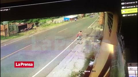 Policía motorizado muere tras ser embestido por una camioneta en Copán