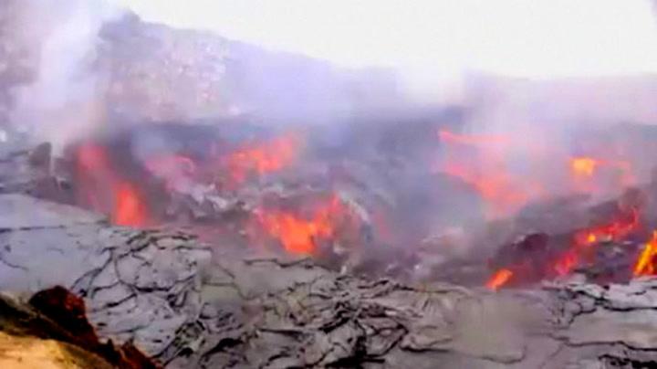 Her raser grunnen i vulkanen ned i lavaen