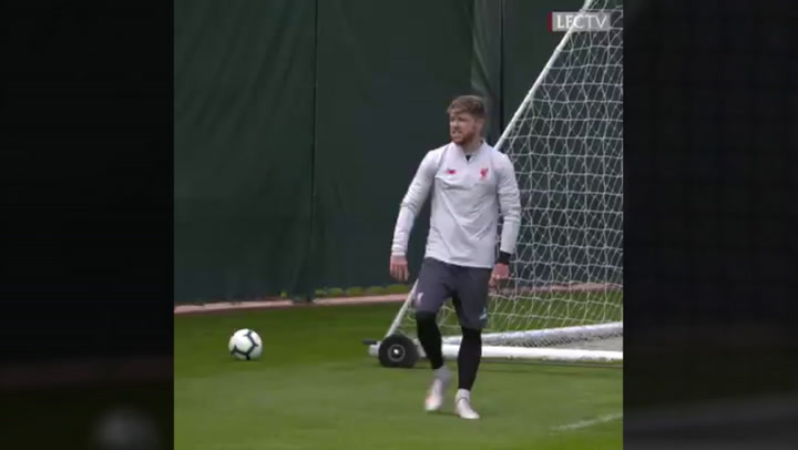 Mohamed Salah vs Alberto Moreno - Training Game
