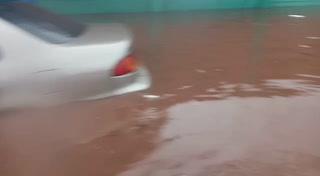 Se inunda la calle frente al Instituto Milla Selva de la Kennedy