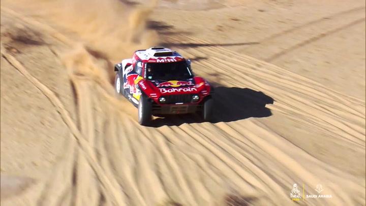 Sainz flotó, literalmente, entre las dunas en la quinta etapa del Dakar