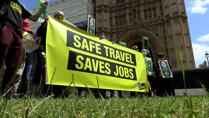 Tourism workers protest travel restrictions in Westminster