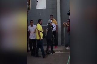 El pequeño desliz de Maradona al bajar del autobús de Dorados