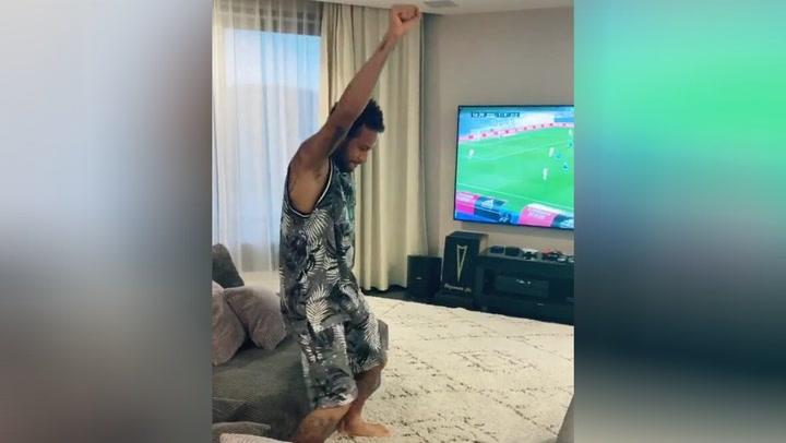 Polémica en Twitter por un vídeo de Neymar bailando tras el gol de Benzema ante el Alavés