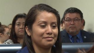 Salvadoreña enfrenta nuevo juicio por homicidio tras parir bebé muerto