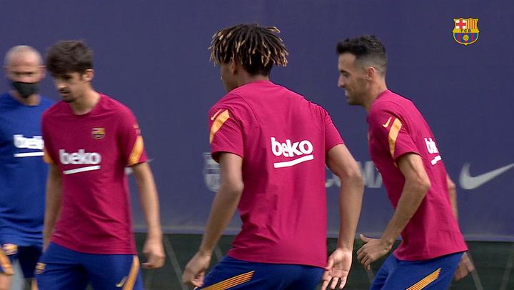 Pjanic, principal novedad en el entrenamiento del FC Barcelona