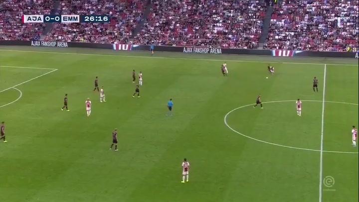 Gol de Van de Beek ante el Emmen